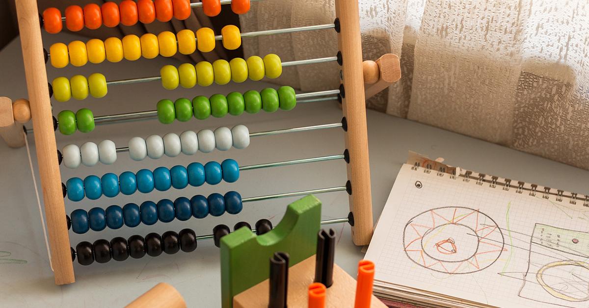 Gra edukacyjna, liczydło, prezent na Dzień Dziecka