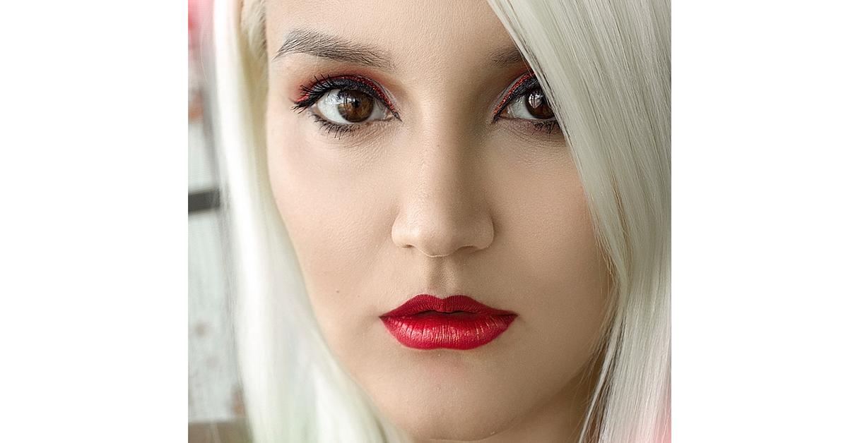 makijaż czerwone usta czerwony eyeliner