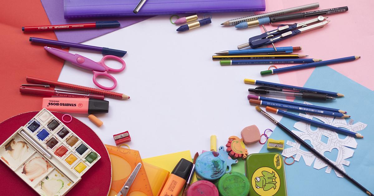 przybory szkolne, kredki, ołówki, farbki, flamastry